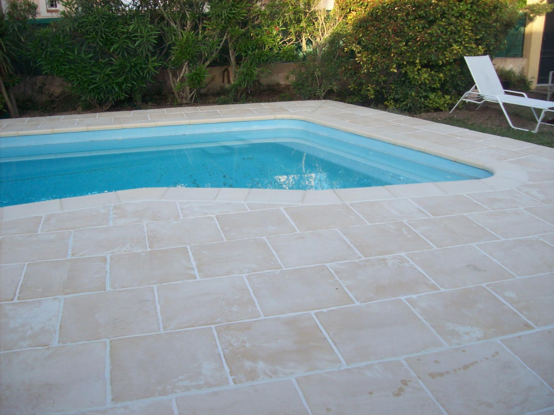 Ext rieur dallage piscine marseille for Carrelage contour piscine