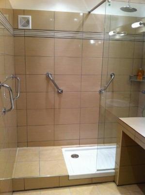 Douche avec poignées
