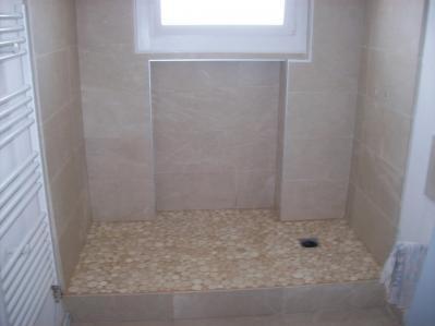 Salle de bain sol et mur en marbre